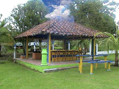 Finca hotel villa juliana dos for Kioscos para fincas